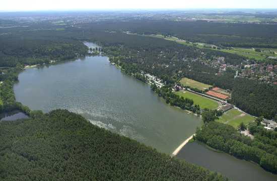 MOTIV:Luftaufnahme Dechsendorfer Weiher Erlangen PHOTO:BERND BÖHNER Veröffentlichung nur nach vorheriger Vereinbarung RESSORT:ERLANGEN EN DATUM: